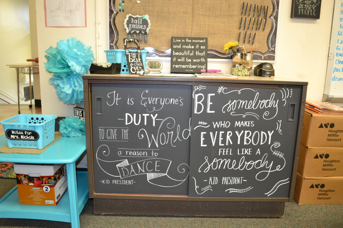 Message of encouragements in chalk on cabinet